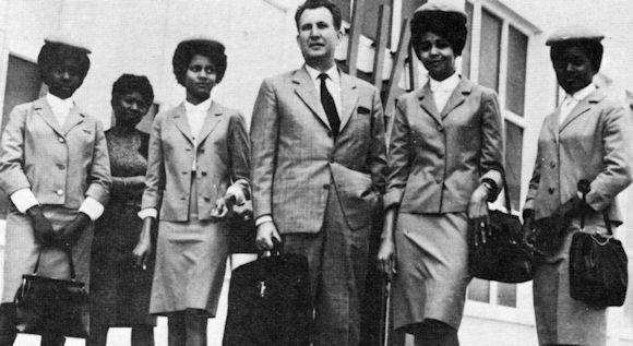 1965 - L'instructeur Le Mansec entouré de ses éléves