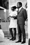 Hotesses sol 1969 - Flora et le Pdt Bongo