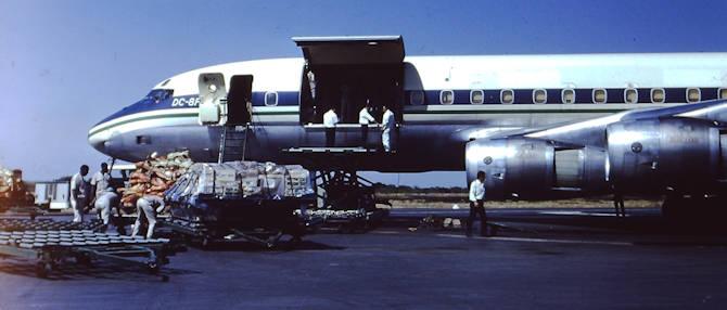 Fort-Lamy vers 1970 - Chargement de viande à destination de l'Afrique Centrale